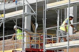Obreros trabajando en una construcción