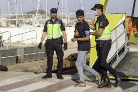 La cifra de inmigrantes interceptados se eleva a 59 y hoy está previsto su traslado