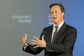 Cameron se ve obligado a revelar la lista de invitados a su residencia