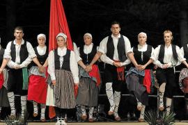 Encuentro folclórico por el festival Mare Nostrum