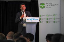 Company critica la «política basura» de Sánchez con dinero de las CCAA