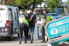 En libertad 15 de los argelinos llegados en patera a las Pitiusas