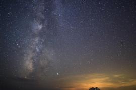La Vía Láctea junto a Júpiter y es Vedrà