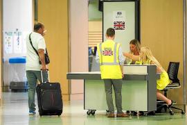 Reino Unido repatriará a 3.000 turistas británicos afectados por la quiebra de Thomas Cook en Ibiza