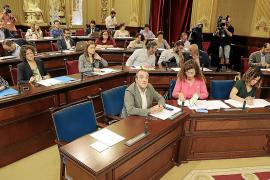 El Parlament balear rechaza la gestión de Ábalos y Montero sin que el PSIB pueda evitarlo