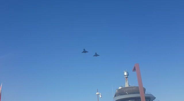 La Marina acoge una imponente parada militar