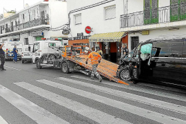 Abandonan el coche tras arrollar a una mujer en Can Negre