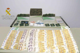 Material incautado a los detenidos por venta de drogas en Mallorca