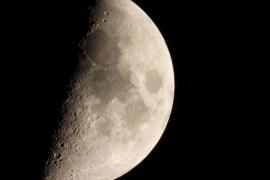 Más de 300 personas contemplan la Luna desde el observatorio de Puig des Molins