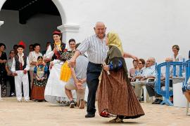 Más de un centenar de vecinos se suman a la 'Festa dels majors' de Sant Miquel