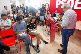 Torres renuncia a la secretaría general del PSOE y el partido reclama a Díaz su acta de consellera