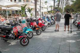 La Sargantanas convierte Ibiza en un museo rodante