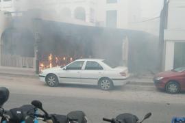 Un incendio calcina una moto y la terraza de un restaurante en Formentera