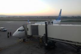 Ascienden a 110 los vuelos cancelados en El Prat por el colapso de los accesos