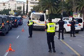 Un operativo policial denuncia a más de una treintena de personas en Ibiza por alcohol o drogas