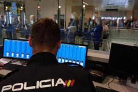 La Policía ha detenido a 90 personas en el aeropuerto de Ibiza en lo que va de año