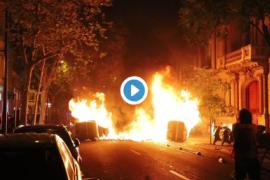 Vídeo | Arde la noche en Barcelona