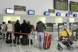 Las patronales y aerolíneas consideran anacrónico el certificado de residente
