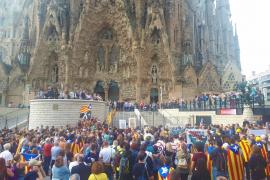 Centenares de personas bloquean el acceso a la Sagrada Familia