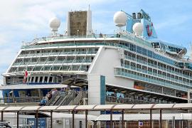 Actividad inesperada en Vila gracias a los cruceristas desviados de Barcelona