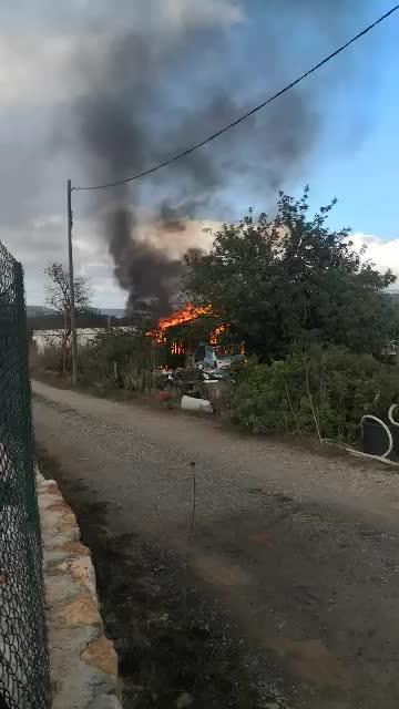 Un incendio arrasa una caseta de aperos en Sant Llorenç