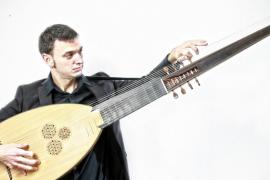 Ferran Pisà y una tiorba para viajar al siglo XVII