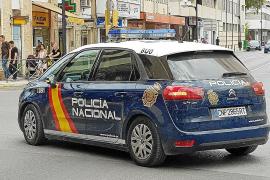 Detenidos cuatro hombres por pegar una paliza a otro en plena calle de Ibiza
