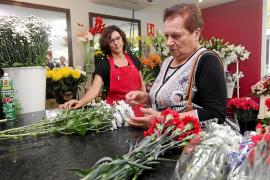Los floristerías se preparan para 'Tots Sants'