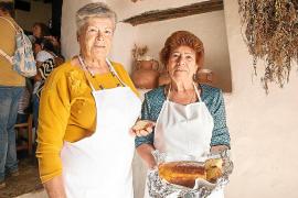 «En Ibiza no hay alegría sin 'bescuit' ni salsa de Nadal»