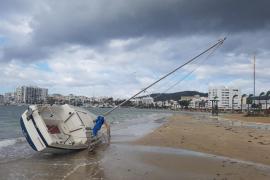 Las Pitiusas continúan en alerta por fuertes vientos