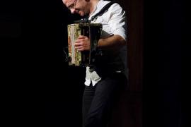 Agus Barandiaran: «Sería genial que los jóvenes de hoy en día entendieran que se puede ser moderno y actual escuchando música tradicional»