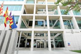 Consell y sindicatos negocian cómo aplicar las mejoras salariales aprobadas en mayo