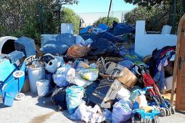 Sant Antoni pide a los ciudadanos que respeten los puntos de recogida de residuos