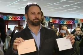 Abascal pide «resolver las diferencias» votando para «afianzar la unidad de España»