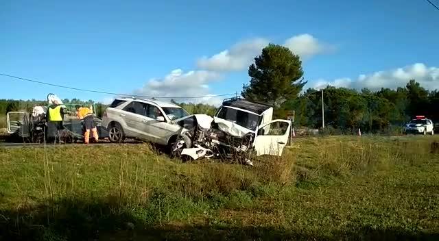 Aparatoso choque con heridos en la carretera de Santa Eulària