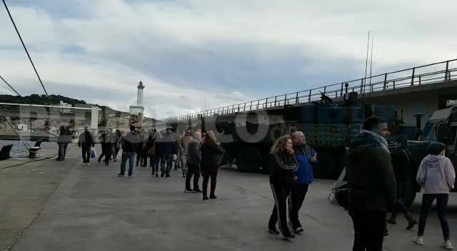 Unas 1.000 personas visitan el buque 'Juan Carlos I' en Ibiza