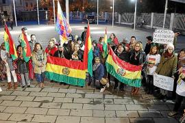 Los bolivianos residentes en Palma se concentran por la paz en su país