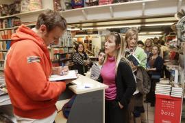 Más de 200 'amarillos' se rinden ante el 'bestseller' Albert Espinosa
