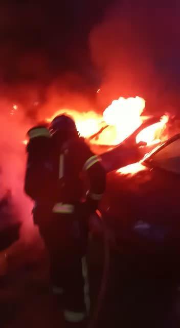 Un pavoroso incendio devora 14 vehículos en el depósito de la Policía de Sant Josep