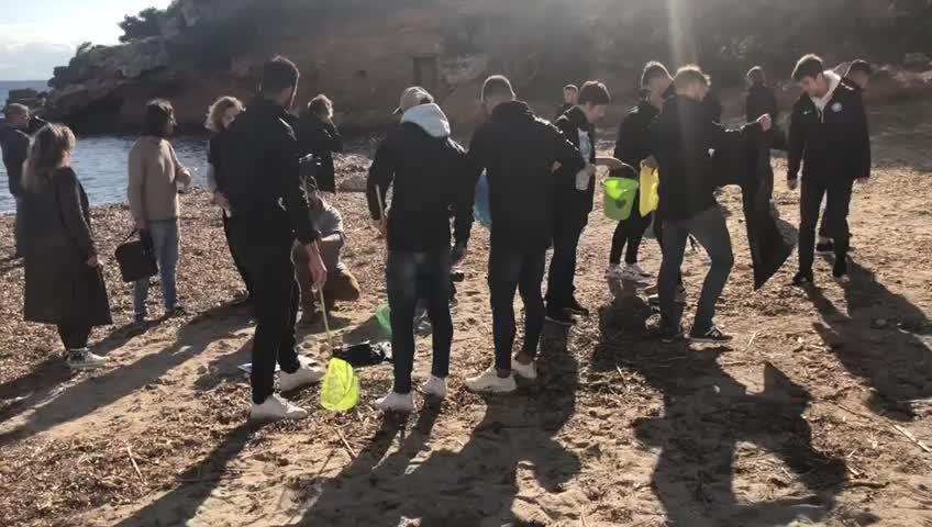 El UD Ibiza se suma a la ilusión de imaginar una isla libre de plásticos de un solo uso