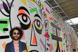 Albert Pinya, ante el mural