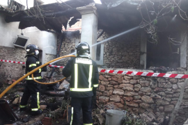 Un hombre herido al huir de las llamas que quemaban su casa en Santa Eulària