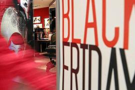 Grandes y pequeños comercios afrontan el Black Friday con expectativas dispares