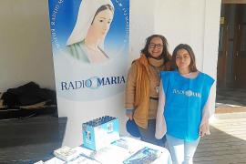Voluntarias de Radio María en la iglesia de Sant Rafael