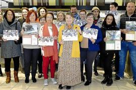 La Asociación Elena Torres presenta su segundo calendario solidario, a la venta en los supermercados Eroski por 5 euros