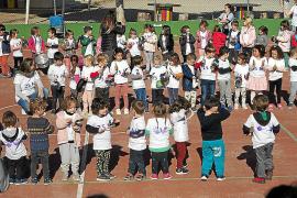 CEIP Balansat lee manifiestos y organiza una cacerolada con motivo del 25N