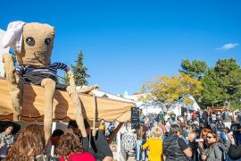 El pulpo atrapa a cientos de personas con tapas variadas en Sant Miquel