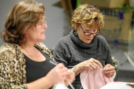 Las chicas del ganchillo traman una sorpresa para Puig d'en Valls