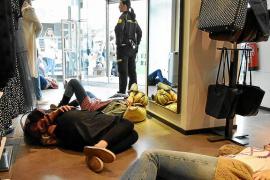 Protesta contra el consumismo del Black Friday
