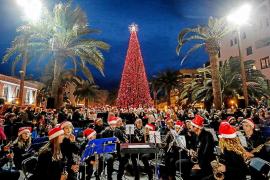 Santa Eulària enciende su Navidad con villancicos y chocolate